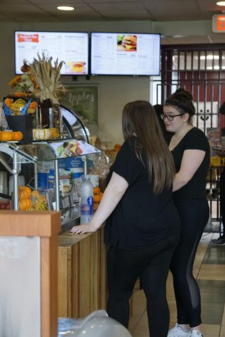 Changes in meal plan for freshmen, off-campus eateries