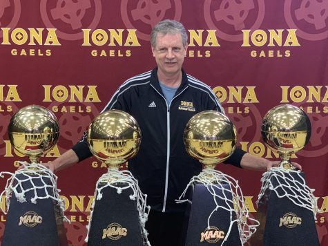 Tim Cluess remains at Iona after withdrawing name from St. John's coaching search