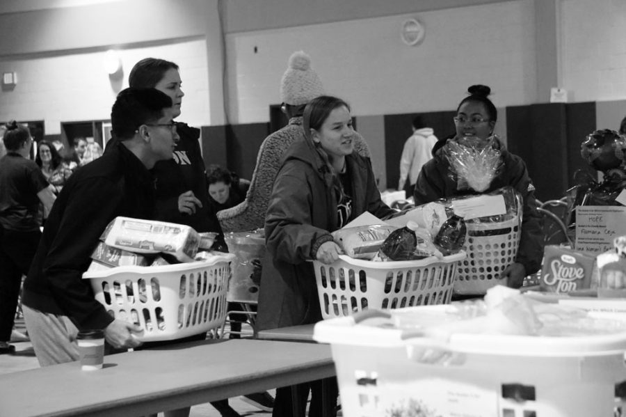 The Of ce of Mission and Ministry collected 150 baskets from student donots. The baskets were then transported to different organizations for families in need.