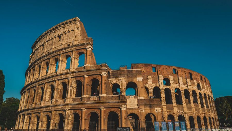 The Roman Colosseum makes Rome an ideal destination for art and architecture.