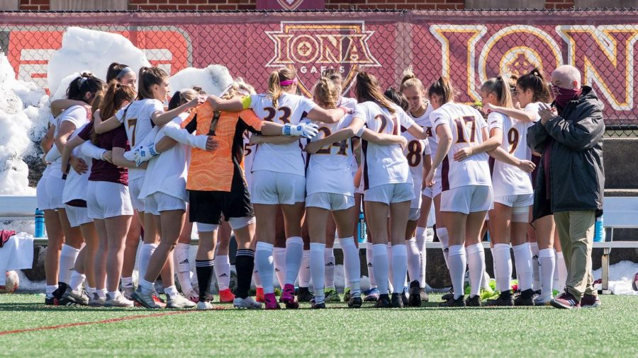 Iona+women%E2%80%99s+soccer+team+huddling+together+during+their+0-3+loss+to+Siena+in+the+Metro+Atlantic+Athletic+Conference+Tournament+quarterfinals+on+April+9+at+Hickey+Field+in+Loudonville%2C+NY.%C2%A0